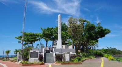 旧海軍司令部壕「慰霊の塔」