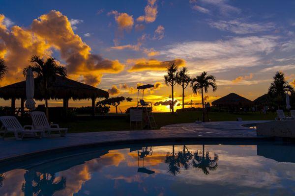 プールサイドテラスから見る夕陽