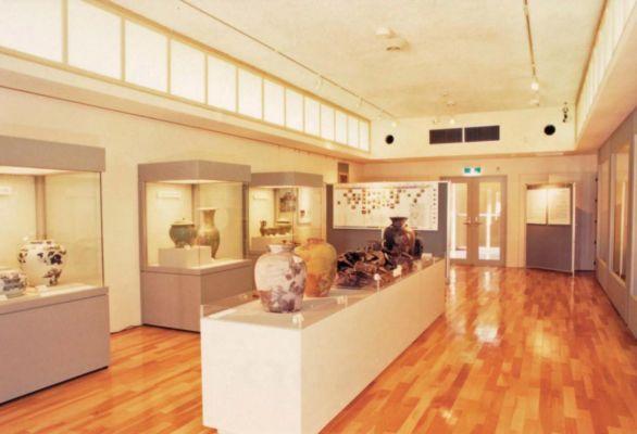 那覇市立壺屋焼物博物館