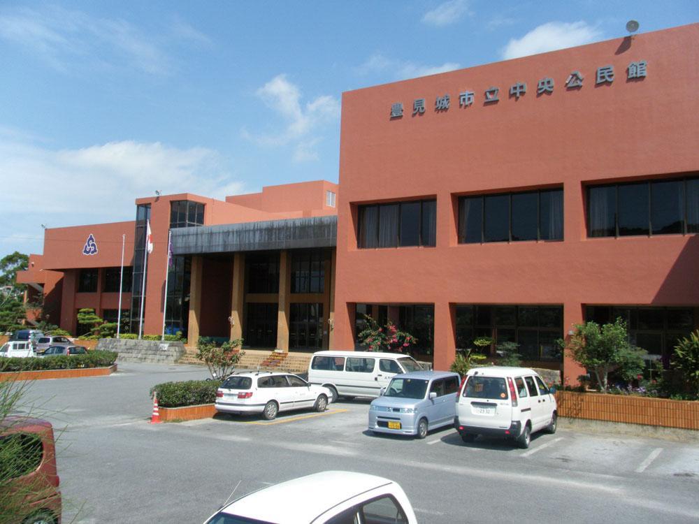 Tomigusuku City Central Community Center