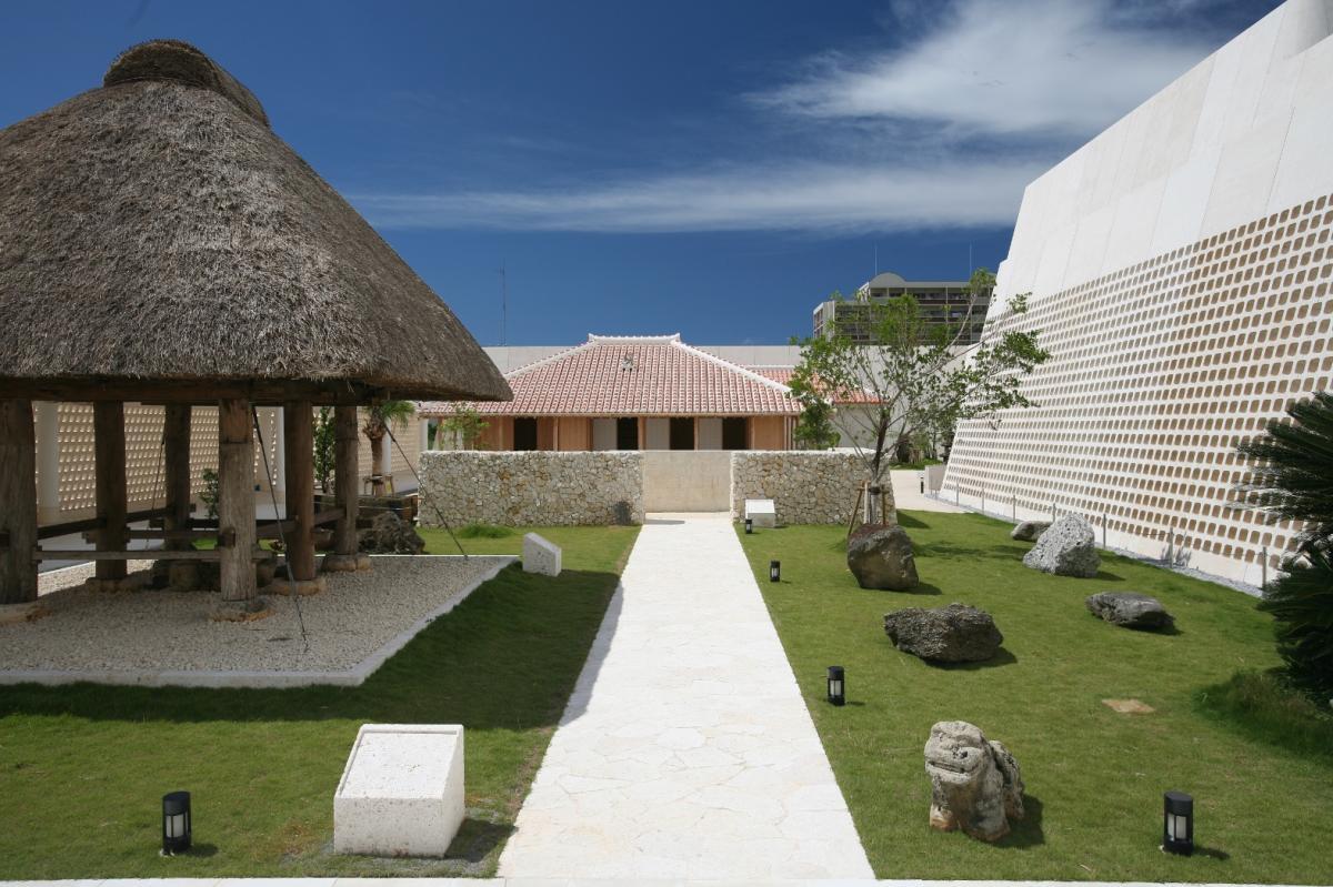 沖縄県立博物館・美術館(おきみゅー)